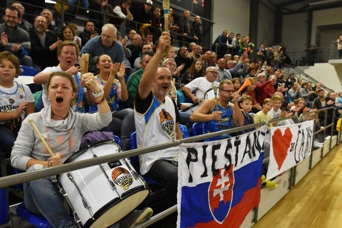 Podporte slovenskú basketbalovú reprezentáciu žien! Autobusový výjazd ide aj z Piešťan